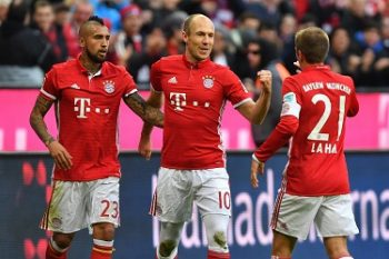 Vidal, Robben and Lahm are celebrating